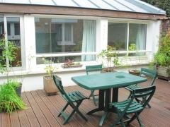Terrasse - Vue des deux fenêtres de la chambre